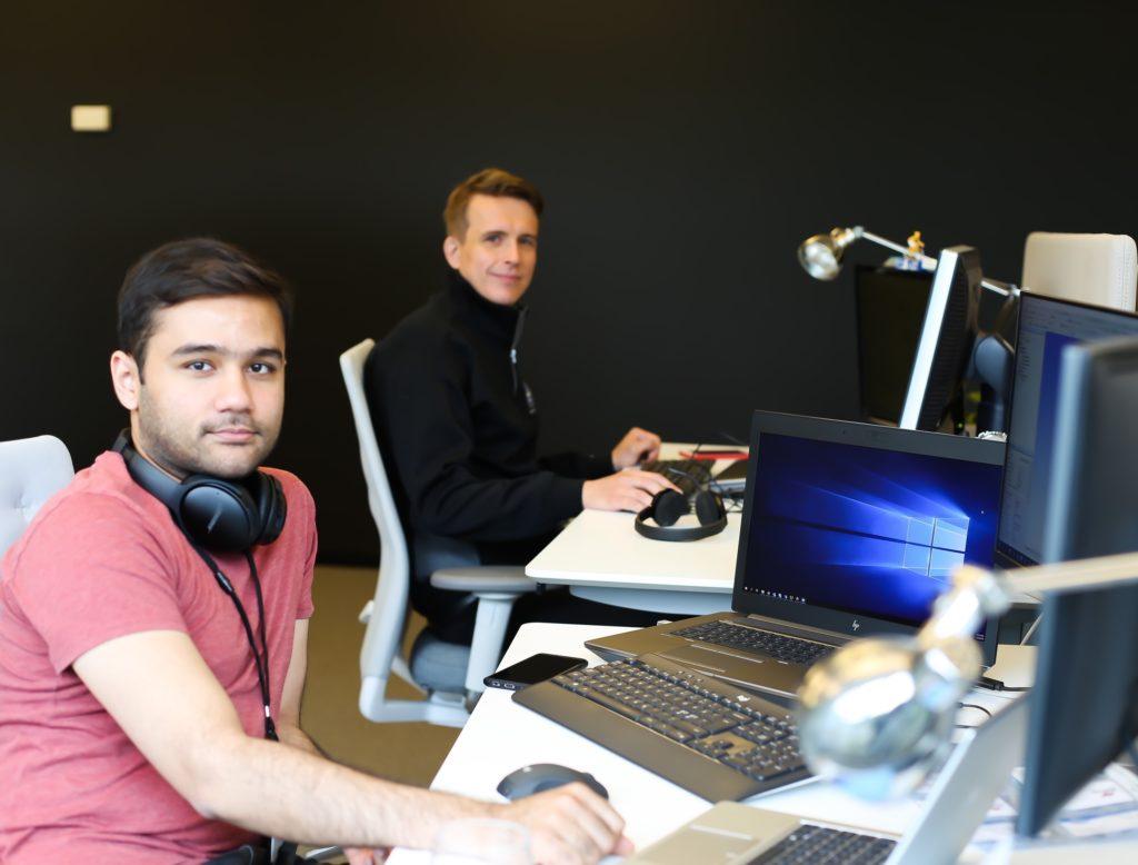 Employees Yara Marine at their desk